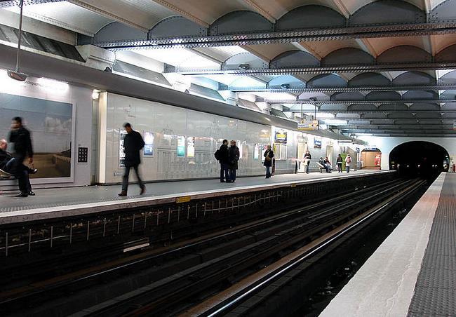 metro-champs-elysees