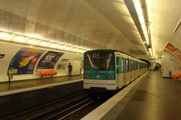 metro-courcelles