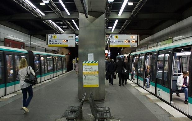 metro esplanade la defense