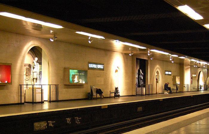 metro-louvre-rivoli